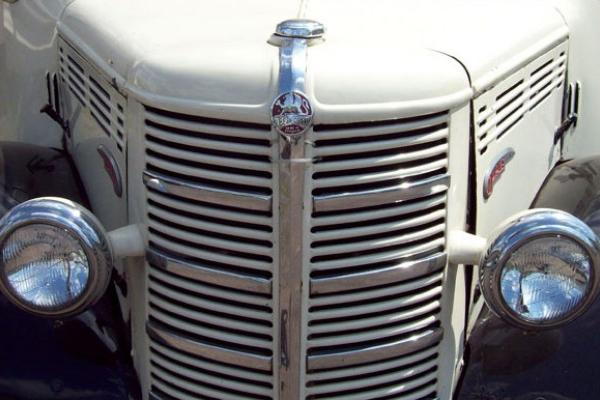 1949 Bedford 29 Seater Coach engine cover